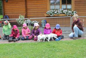die Kinder und auch die Welpen waren sehr interessiert
