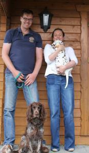 Josefine vom Gut Nordholz zieht es nach Neuenkirchen. Ihr Spielgefährte ist ein Wachtelhund und heißt Barney. Sie wird von Familie Fiedler Noah gerufen.